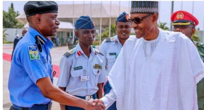 Abin da yasa Buhari ya sauke tsohon IGP Adamu kafin wa'adin da ya masa ya cika, Ministan 'Yan Sandan