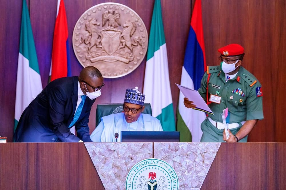 Coronavirus: Presidency explains why Buhari does not wear face masks