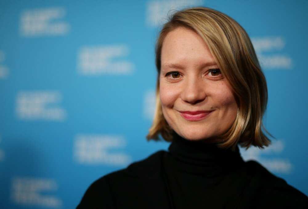 Mia Wasikowska height