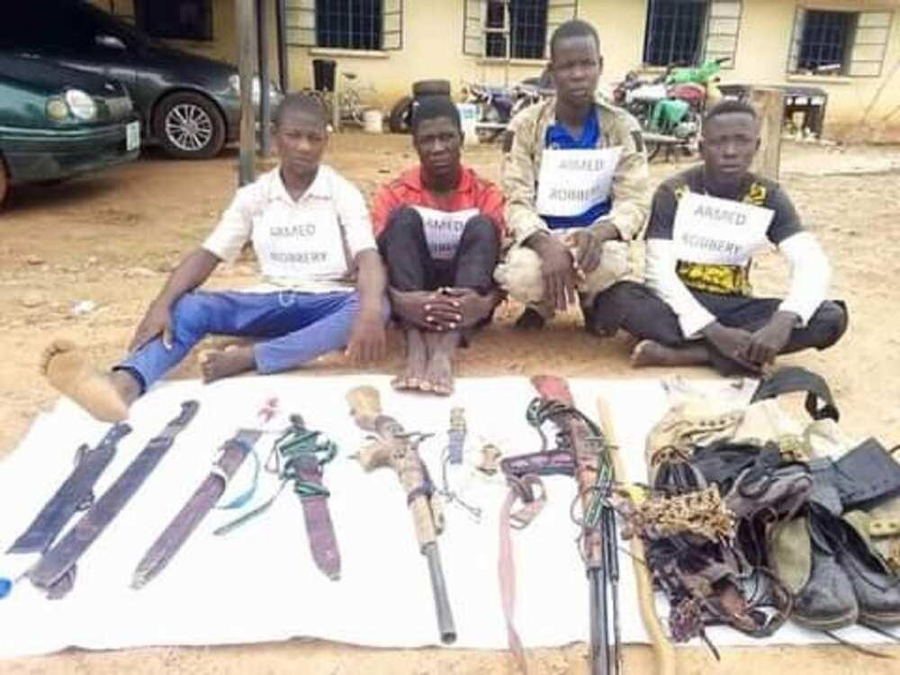 'Yan sanda sun damke 'yan fashi 7 da suka addabi jihar Adamawa (Hotuna)