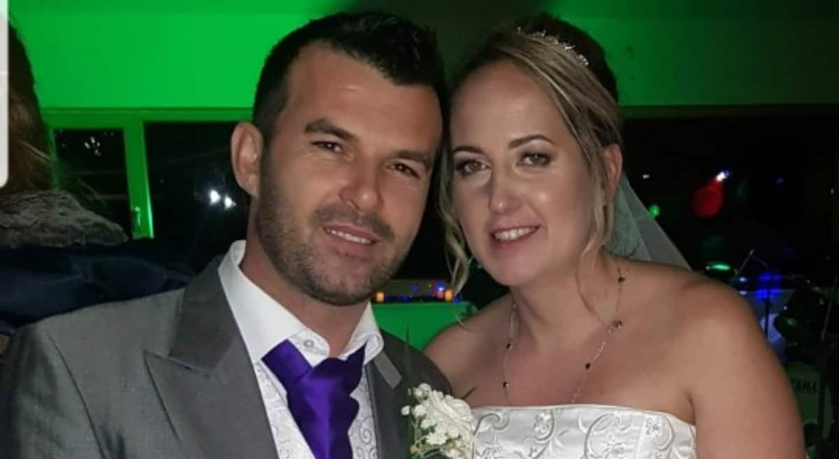 37-year-old divorcee marries the waiter she danced with at her first wedding