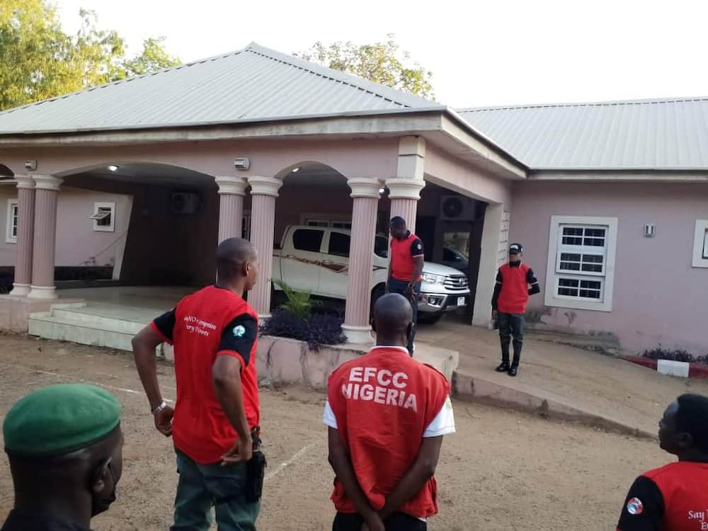 Man dies after jumping 7 floors to avoid EFCC operatives in Lagos estate