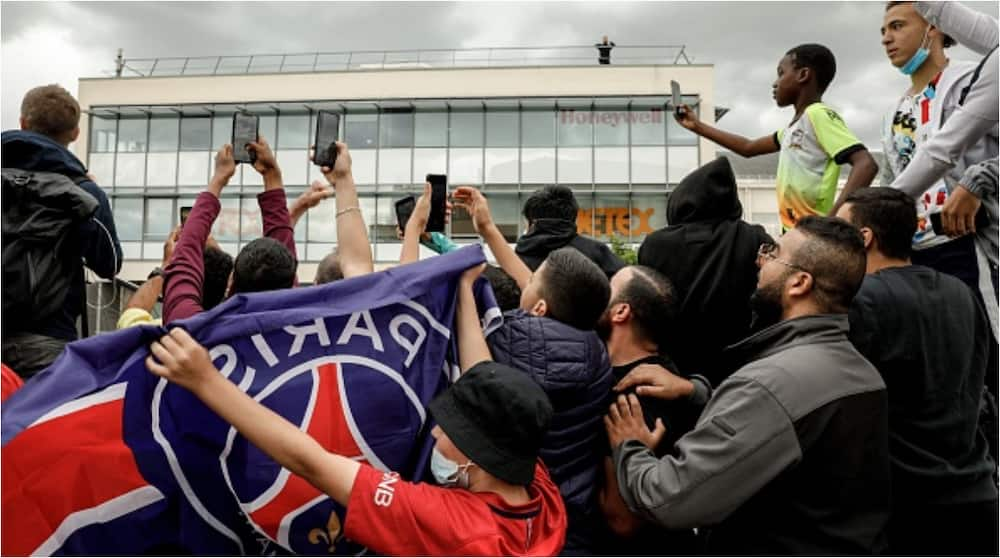 Supporters of French Club Psg Left Disappointed As Lionel Messi Fails to Arrive Ahead of Transfer