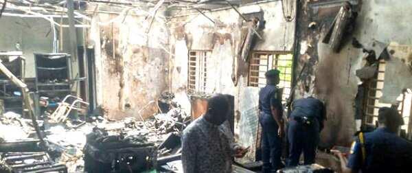 Labari mai zafi: Ana shirin zabe, IPOB sun banka wuta, sun kona ofishin INEC a duhun dare