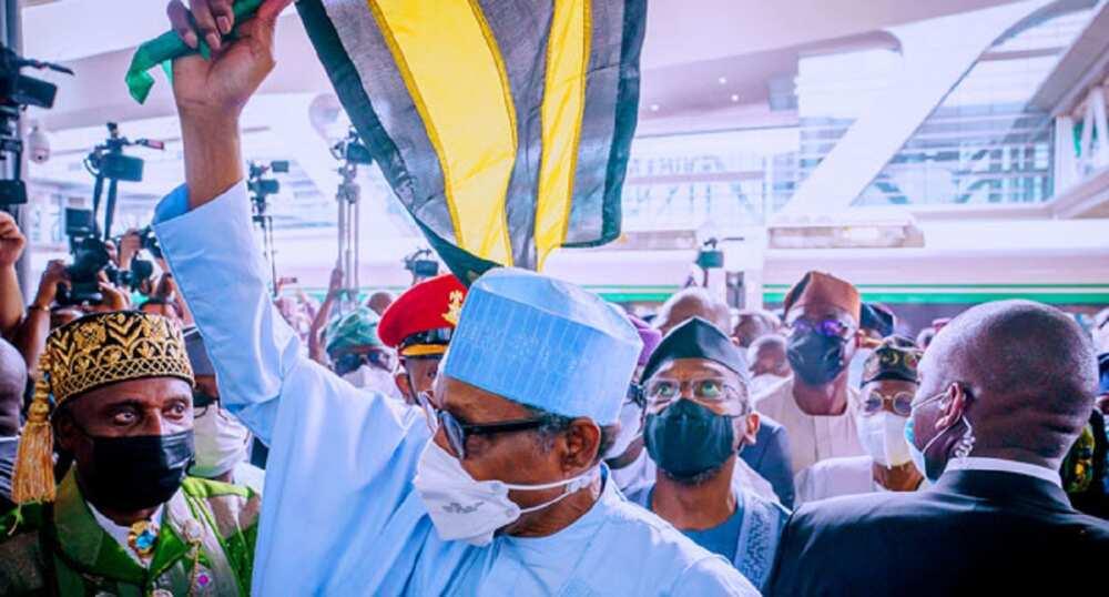 Da duminsa: Buhari ya koma Abuja bayan ziyarar kwana 1 da ya kai Legas