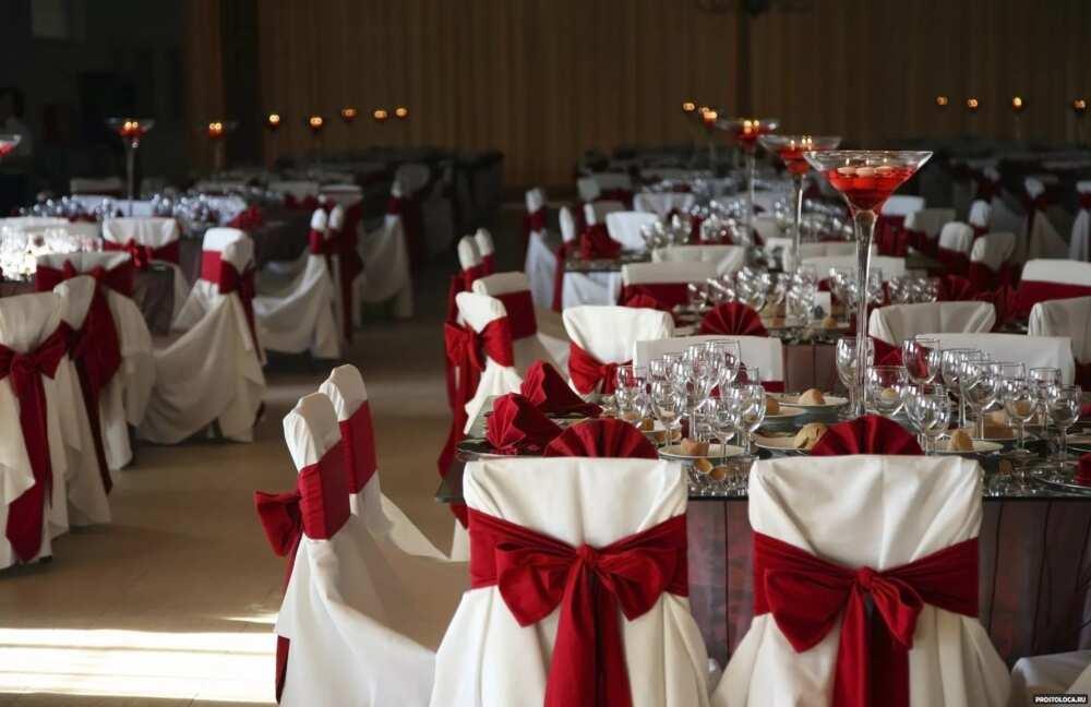 Brick-red for wedding decor