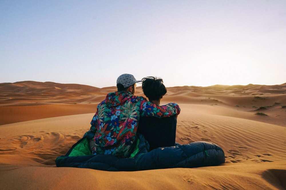 Which desert's edge is found at Nigeria's northernmost borderland?