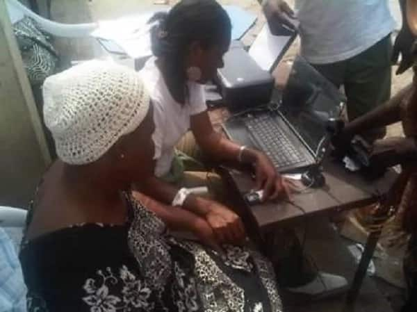 Anambra elections: Card readers fail to read voters fingerprints