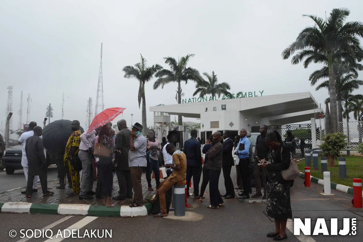 Journalists were also prevented from entering the complex. Photo source: Sodiq Adelakun