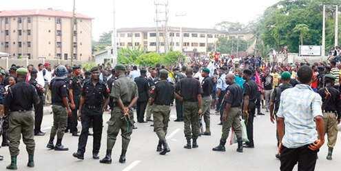 'Yan Bindiga Sun Sace Mutum 6 Yayin Da Suka Afkawa Wasu Gidaje a Abuja