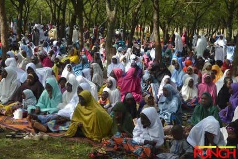 Hotunan jirgi mai saukar Ungulu da jami'an tsaro yayin da suke zarya a filin Sallar Idi na Abuja