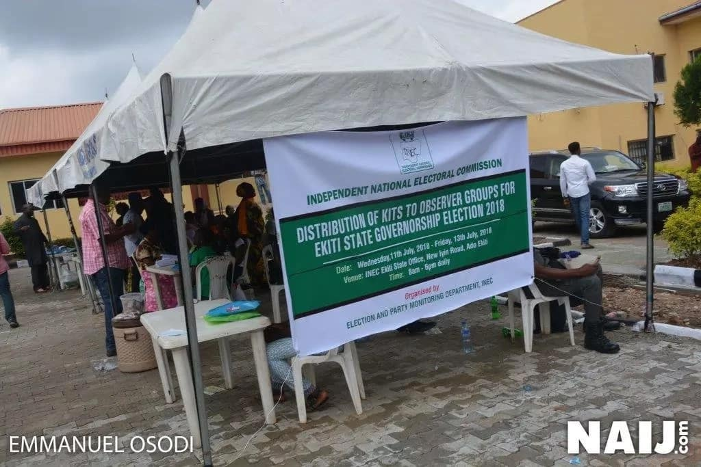 Security personnel on guard at INEC office in Ekiti ahead of Saturday July 14's governorship poll (photos)