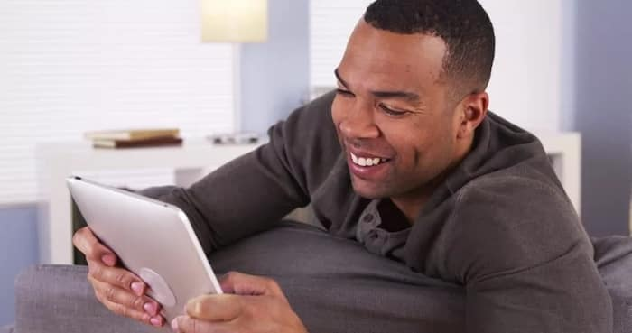 how to woo a woman online