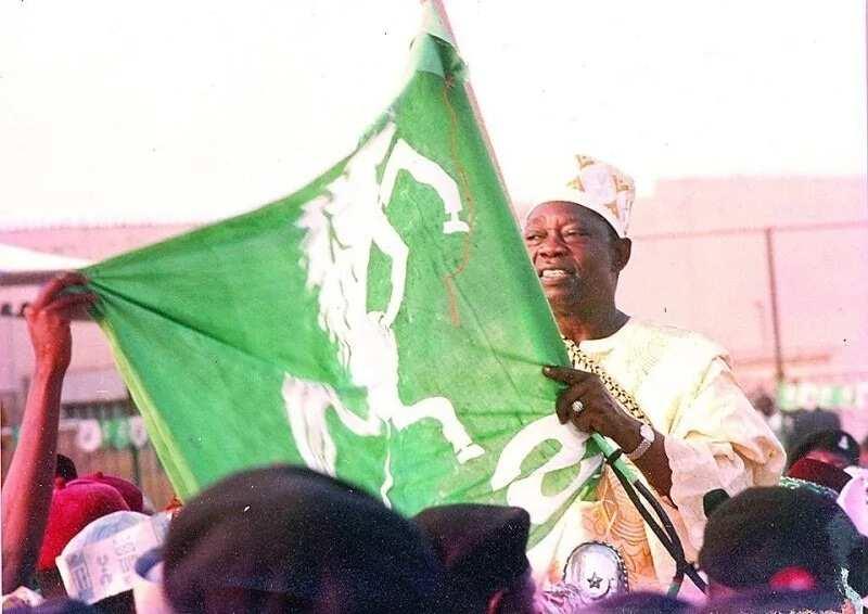 Gwamnonin APC biyu, na PDP uku da Sanatoci 35 zasu koma jam'iyyar SDP