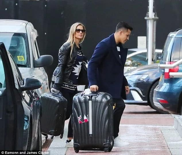 Alexis Sanchez girlfriend joins the United star in Lowry hotel