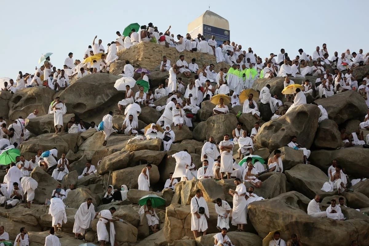 Hajj climax: over 2m Muslims converge on Mount Arafat for prayer on Monday, August 20