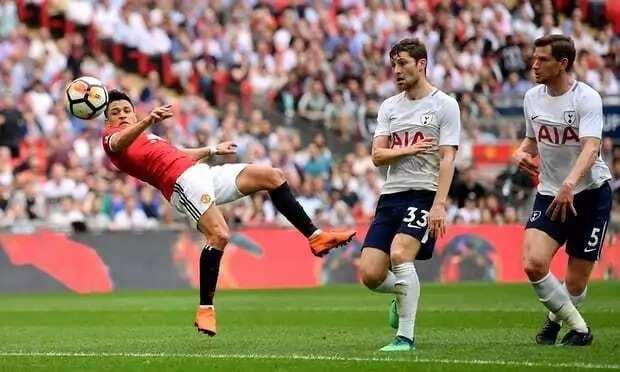 Manchester United defeat Tottenham in FA Cup semi final