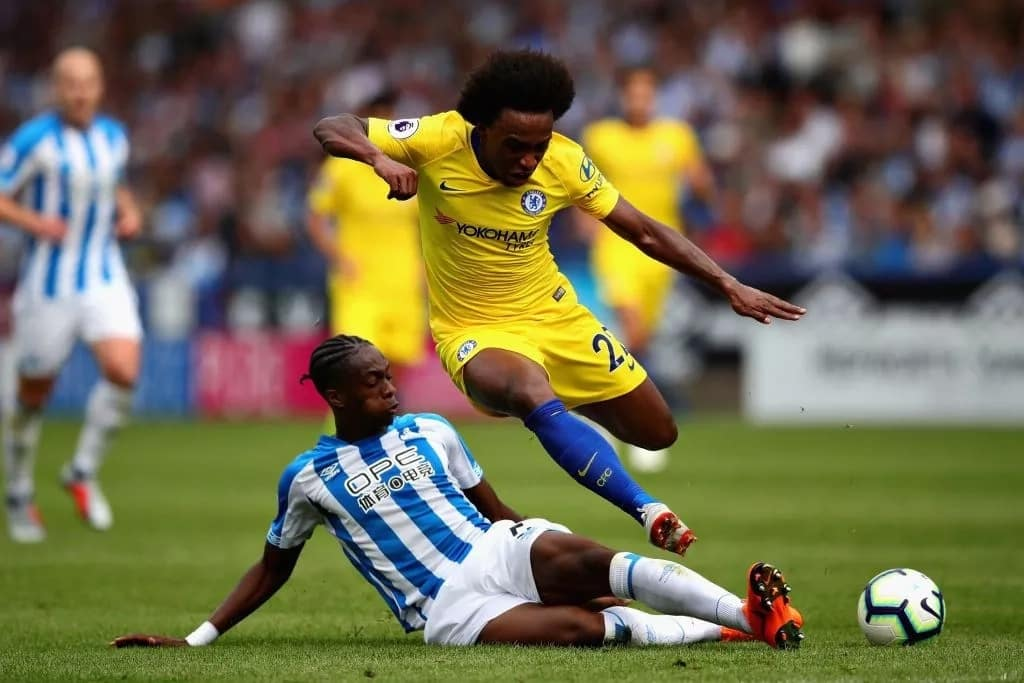 Willian rules out Chelsea stay if Conte was still club manager