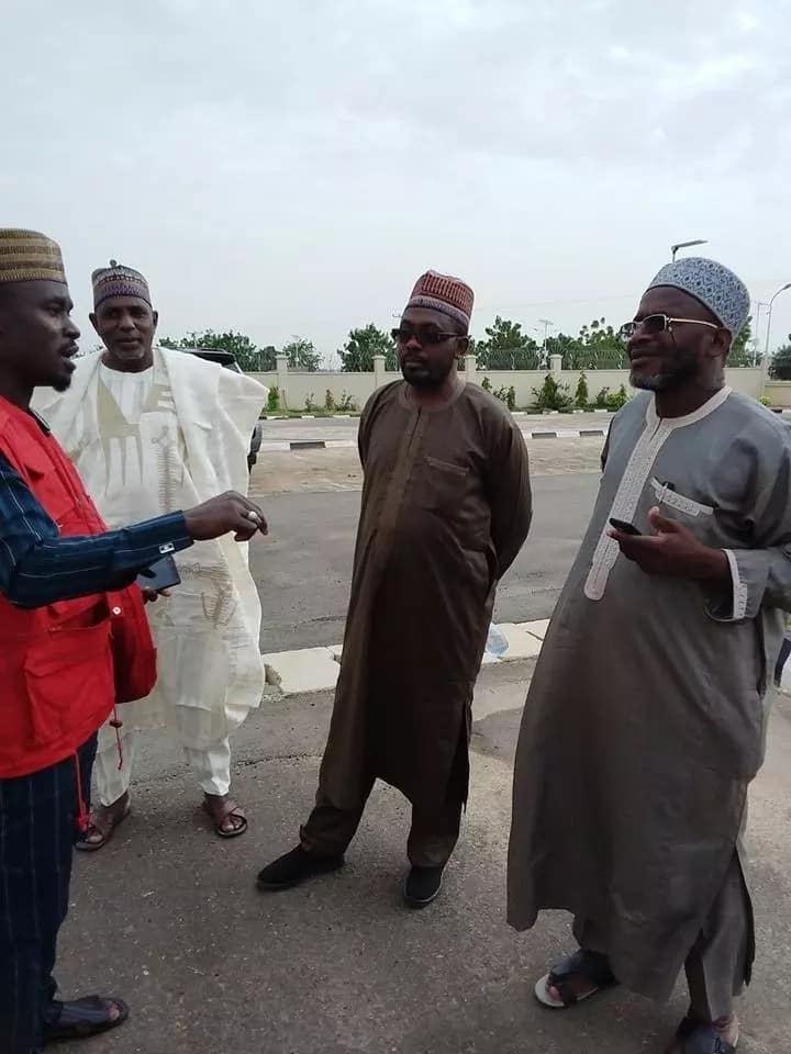 An official of the EFCC with Abdu Bulama and others remanded. Photo source: EFCC