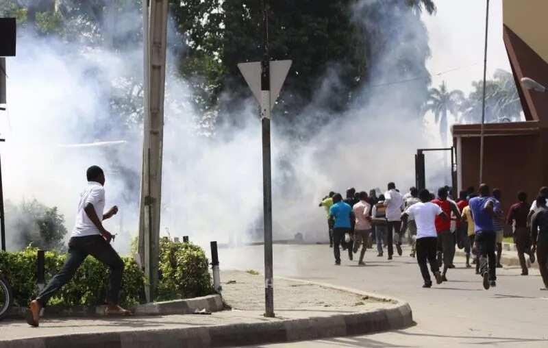 Bauchi tribunal: Police disperse crowd with teargas - Legit.ng