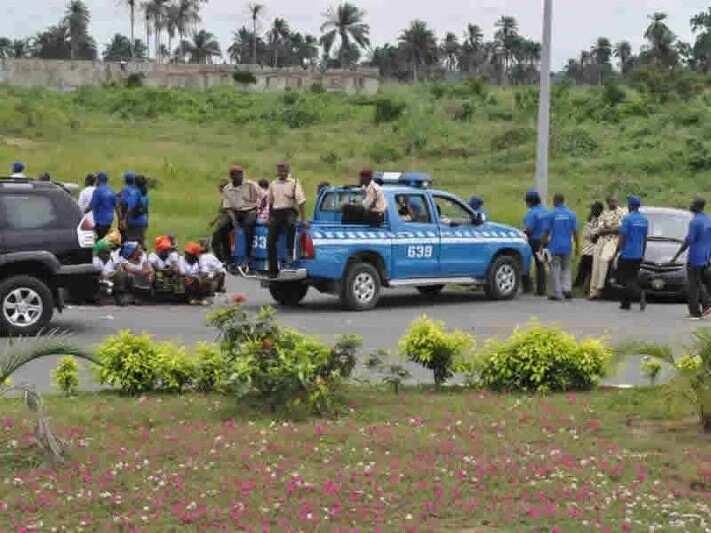 Mutane 3 sun kone kurmus yayinda wata mota ta kama da wuta a hanyar Abuja