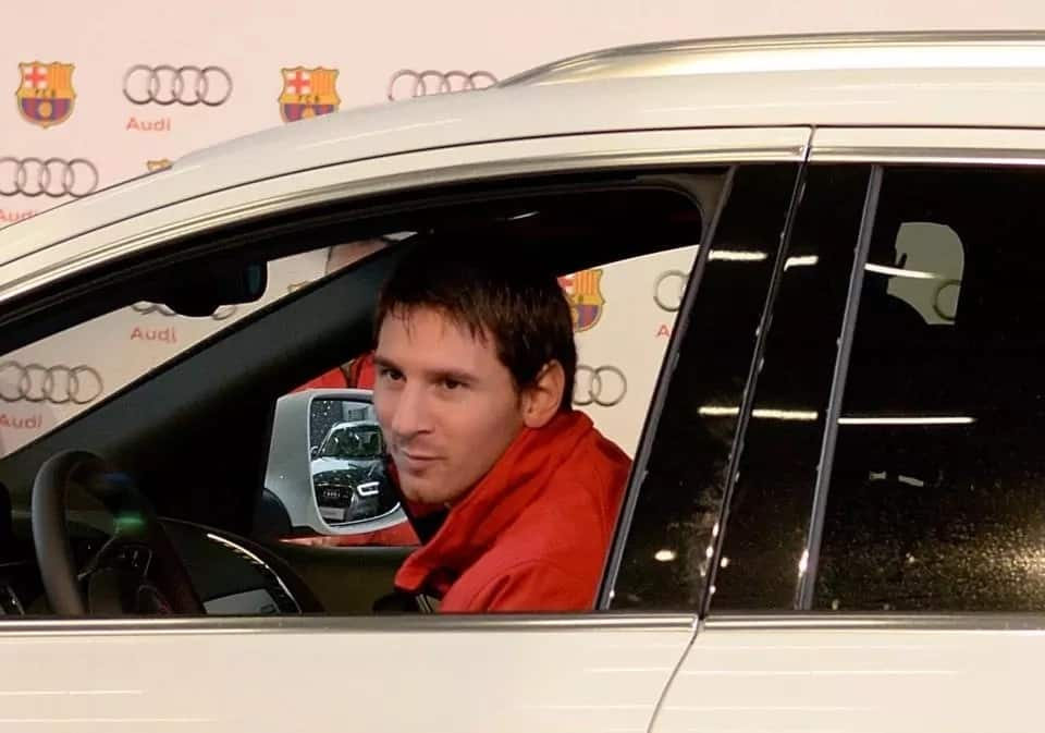 Audi R8 V10 Lionel Messi house and cars