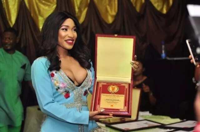 Tonto Dikeh bads Peace Ambassador award