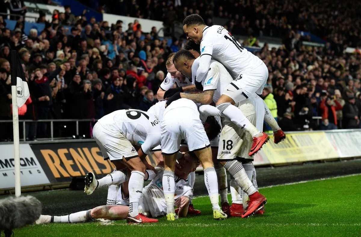 Swansea stun Arsenal 3-1 in entertaining Premier League clash