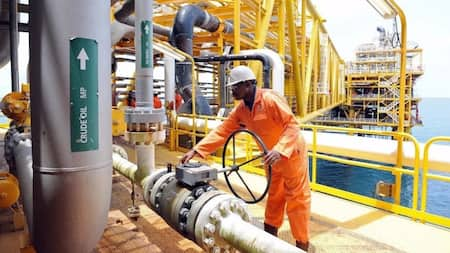 Analysis: Nigeria has the 10 biggest oil reserves in the world, but can't produce enough to sell