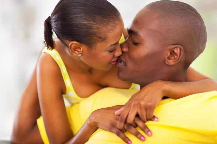 You Need To Know: 8 Amazing Health Benefits Of Kissing