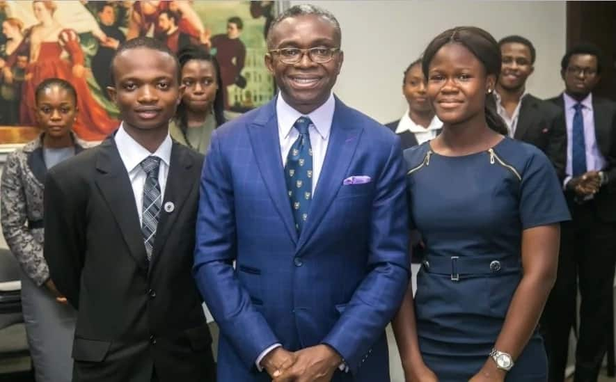 Ike Chioke, National Secretary for West Africa flanked by Toluwalase Awoyemi (L) and Emmanuelle Dankwa (R) at the presentation of the 2018 Rhodes Scholarships for West Africa Awardees