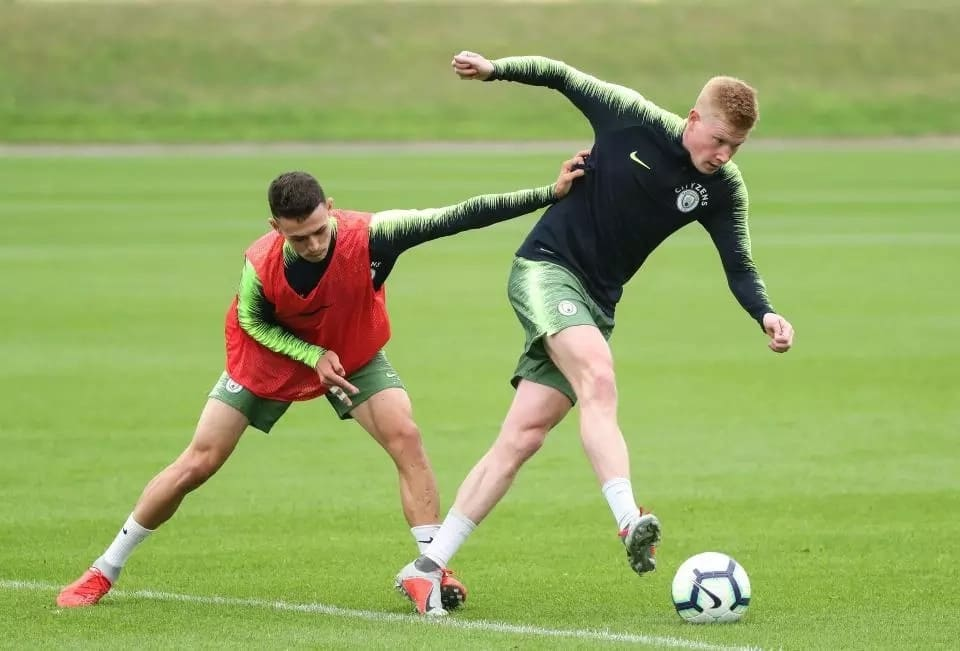 De Bruyne resumes training with City after recovering from a knee injury