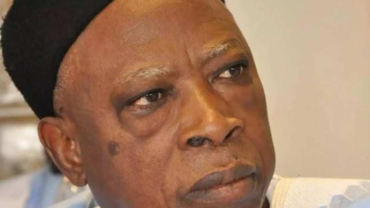 'Yan majalisar jam'iyyar APC na munafuntar Buhari - Sanata Adamu