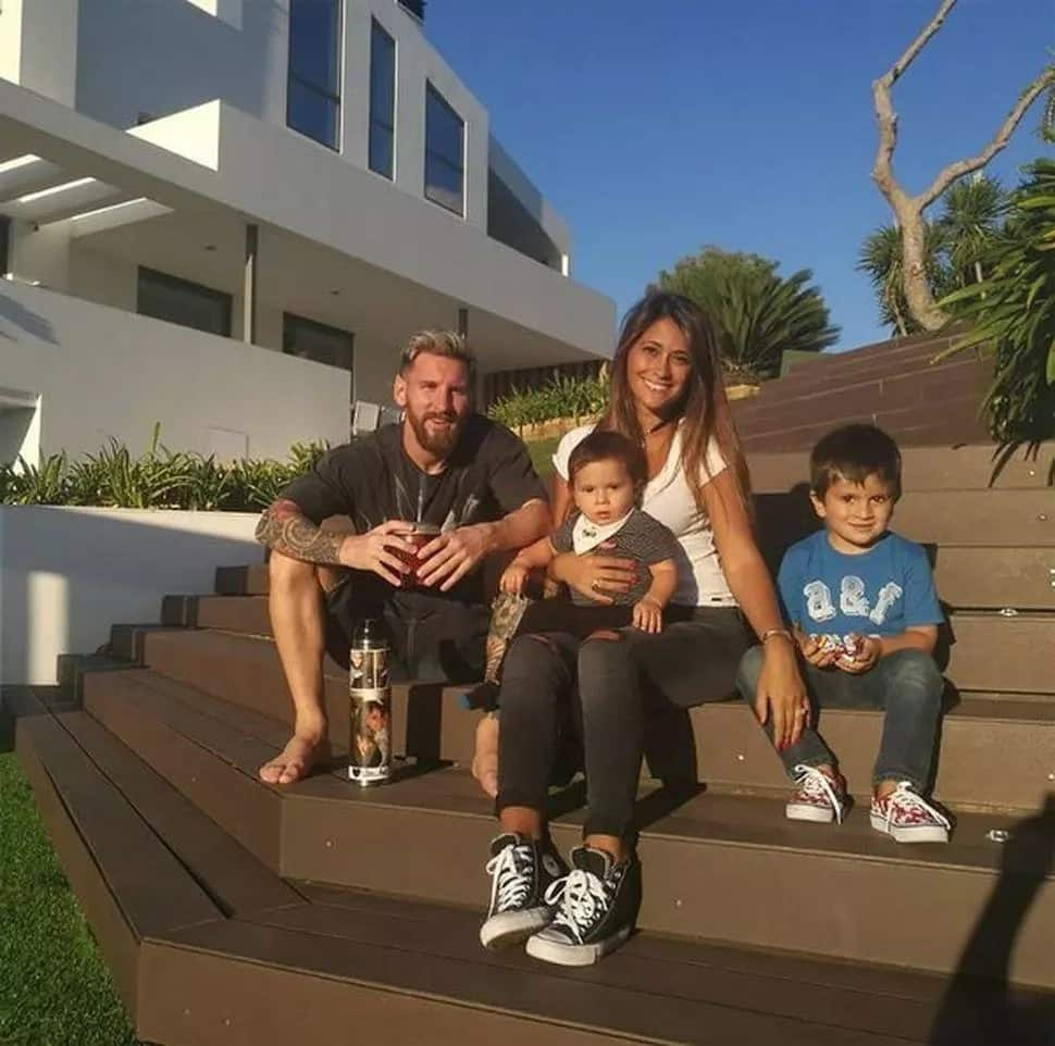 Messi with family in the garden