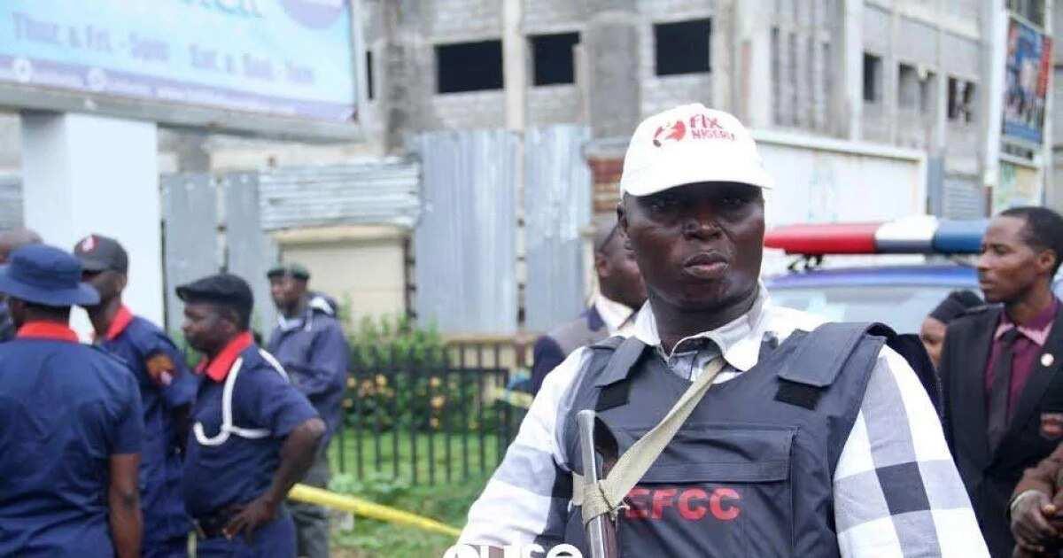 Da duminsa: Jami'an EFCC sun kai mamaya gidan tsohon shugaban hukumar SSS a Abuja