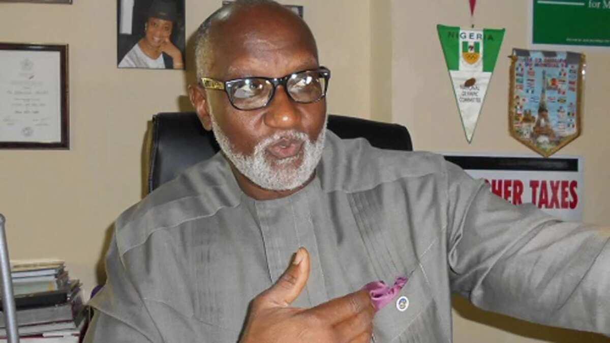 Zaben Anambra: Dan takara na PDP, Obaze ya yi amai ya lashe