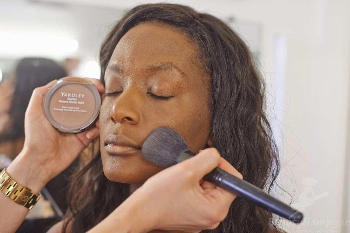 Bronzer or secrets of ideal make-up