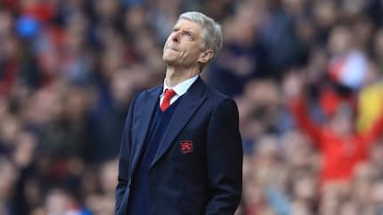 Confusion at the Emirates! Wenger agrees to sell his 2nd best defender as Chelsea close in on Oxlade-Chamberlain