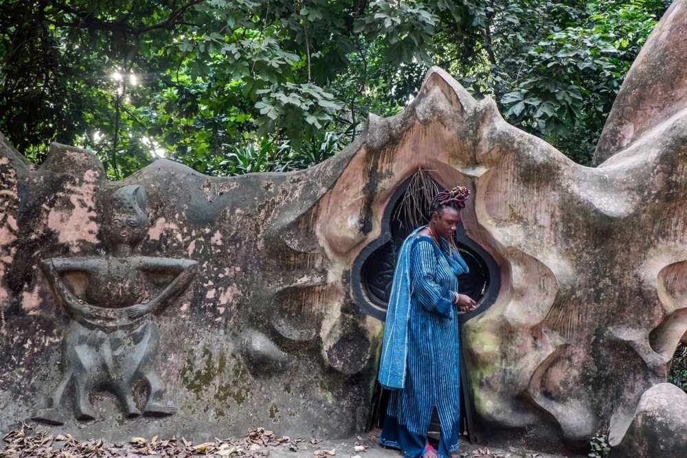 Ogboni fraternity cult: rituals, symbols, hand sign, human