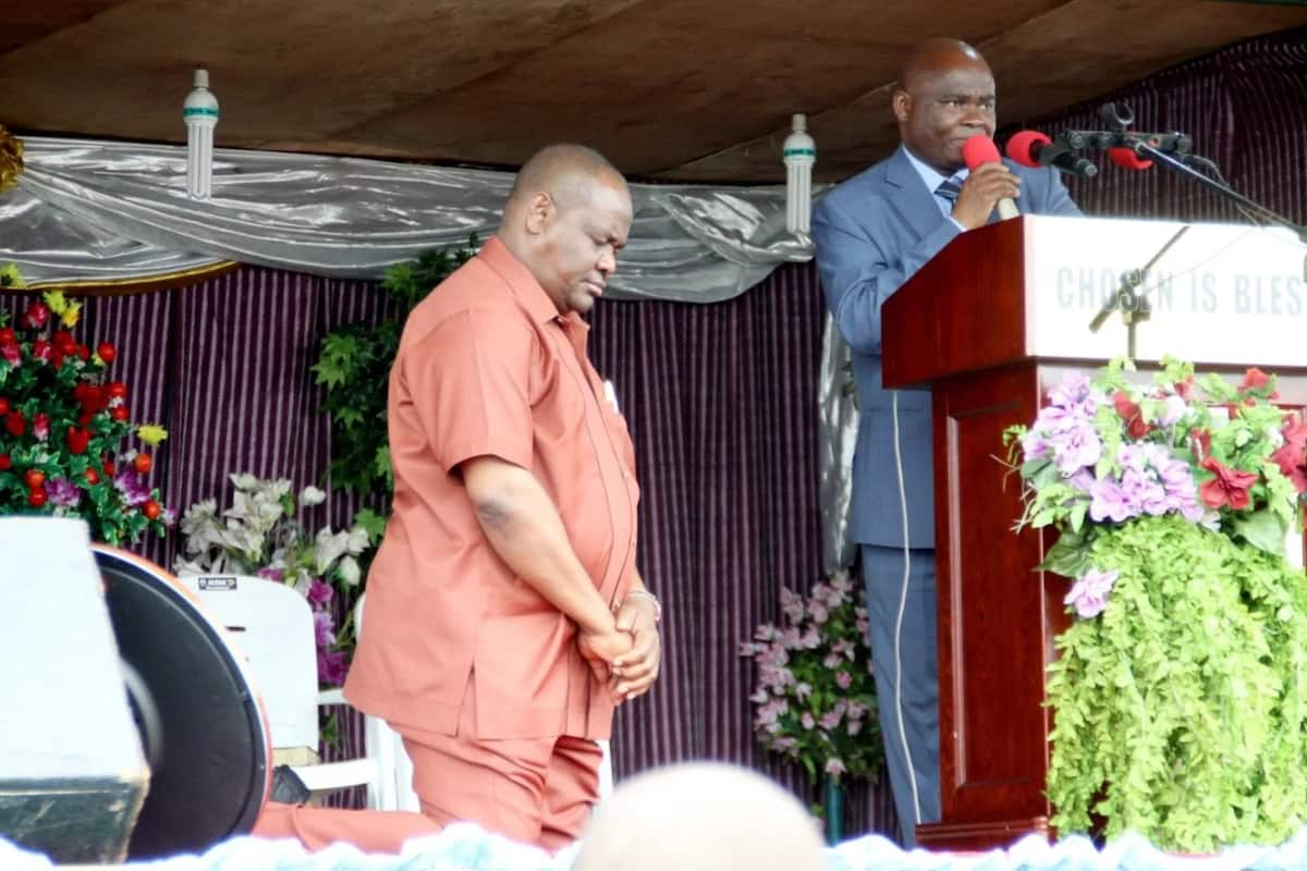 Gov Wike Kneels Before Popular Pastor In P/Harcourt (Photo)