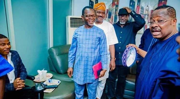 Governor Ajimobi, Alaafin and others meet Ayefele behind closed door