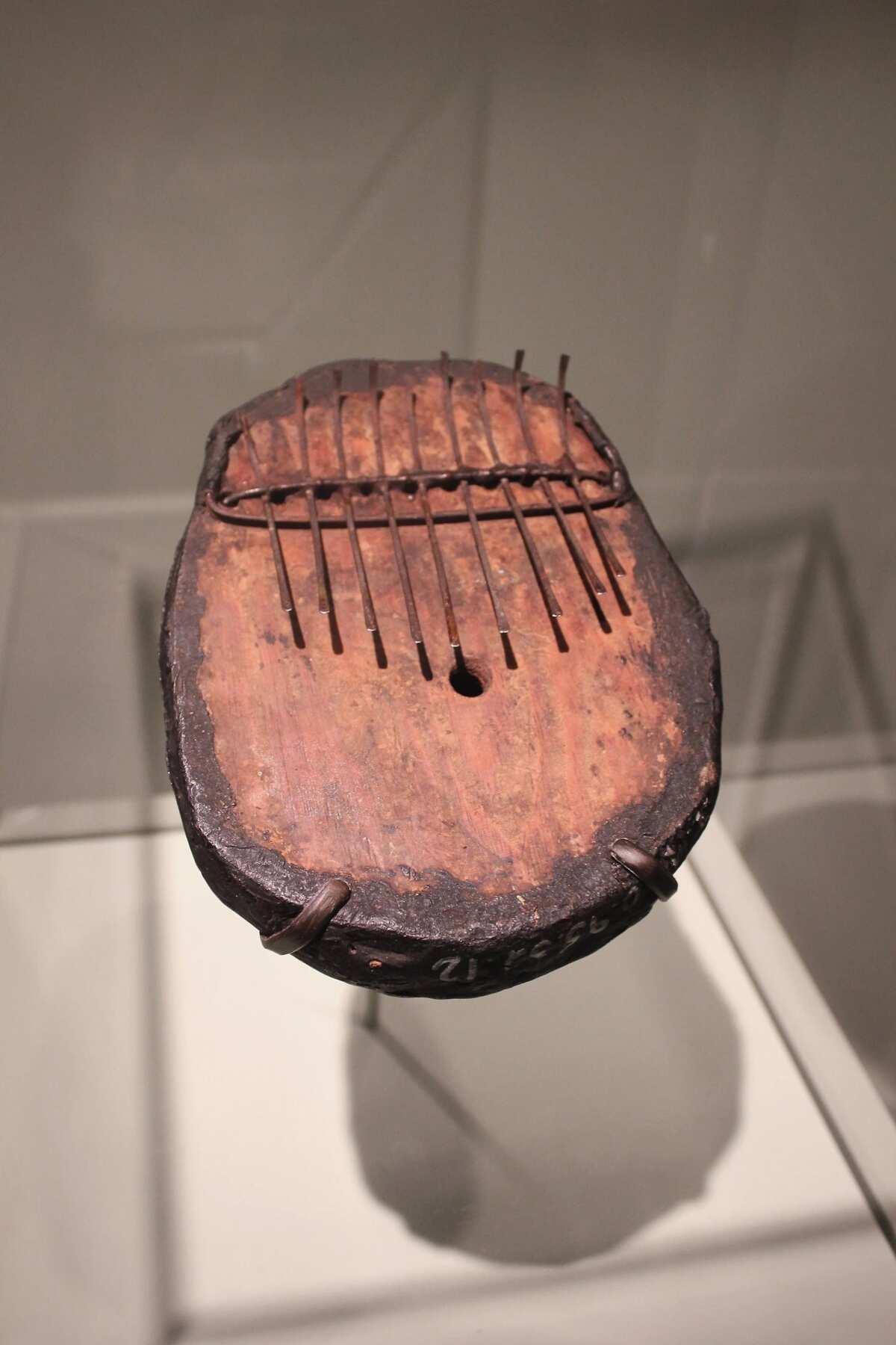 Agidigbo instrument