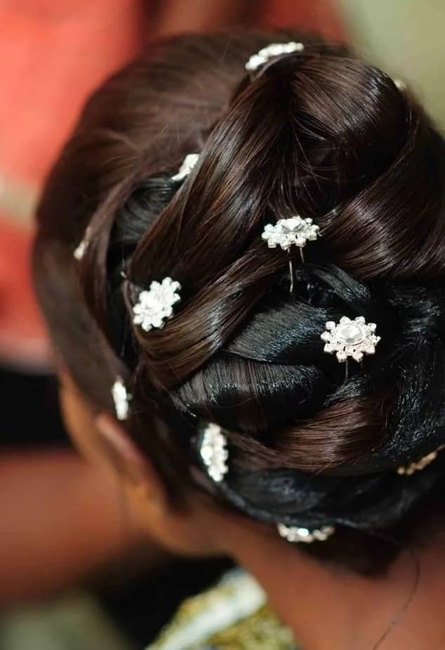 Festive packing gel hairstyle with decor