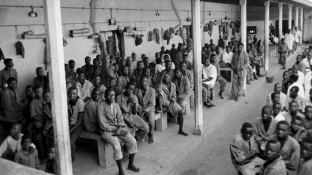 Biafran prisoners and civilians wait at the federal camp of Nakurdi on November 01, 1967 in Enugu