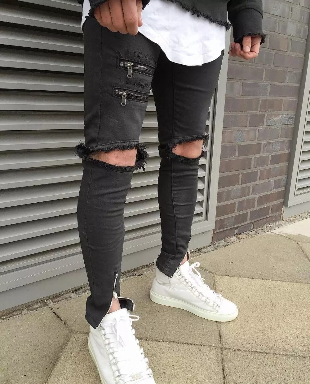 How to choose ripped jeans for men?
