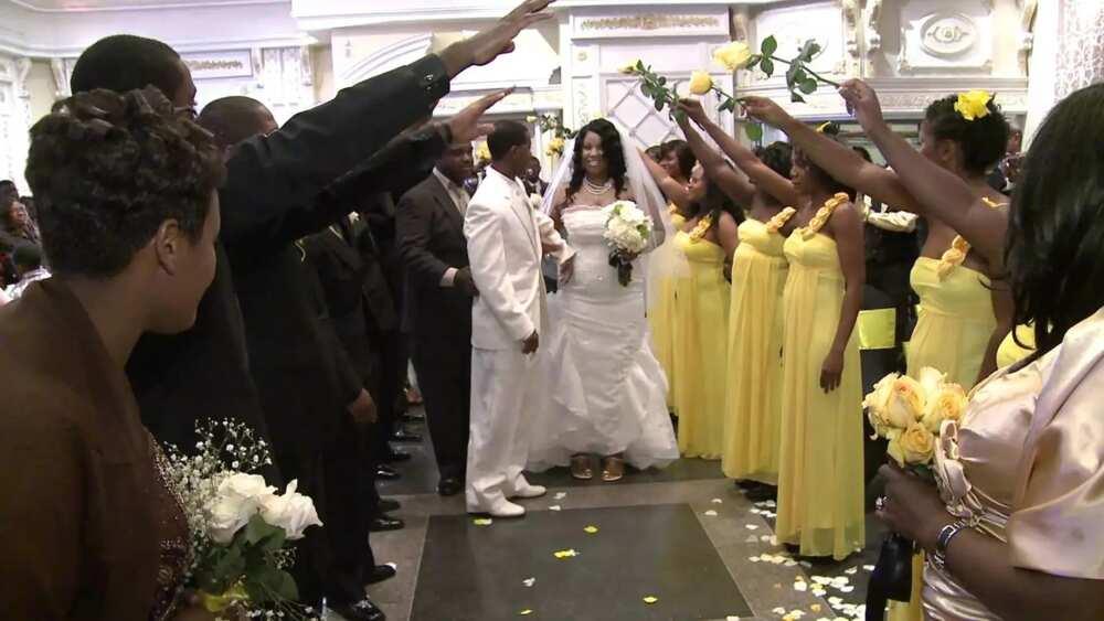 Juicy yellow for wedding ceremony
