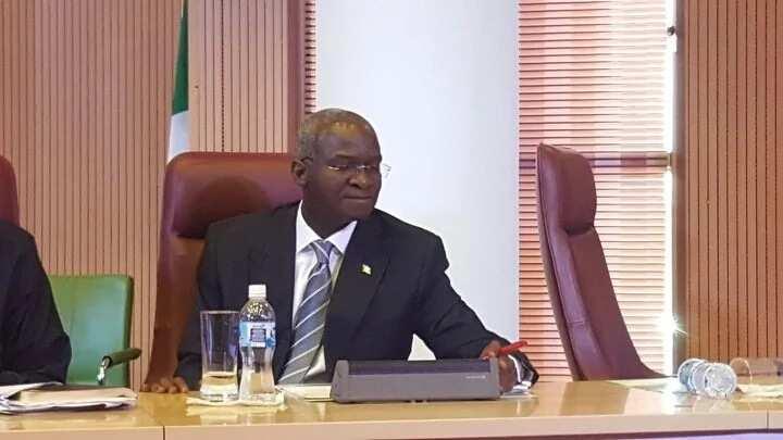 Akwai ha'inci: Minista Fashola ya fadawa 'Yan kwangila su shirya sabon aiki