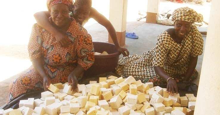 women sell shea butter