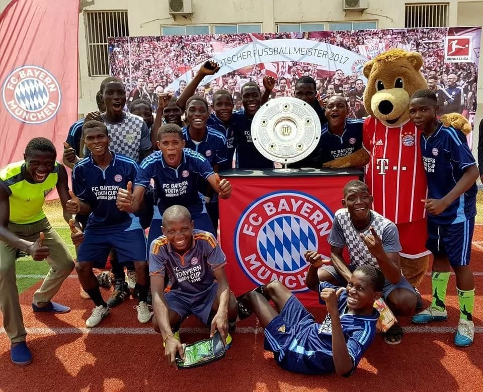 Fans turn out for the Bundesliga trophy in Abuja