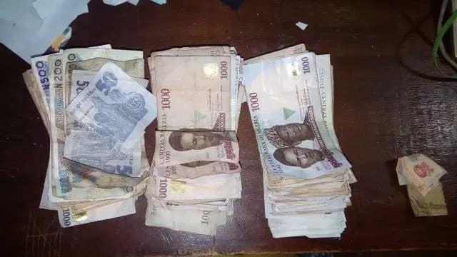 Lady makes N261,000 while selling food stuffs during her NYSC program (photos)